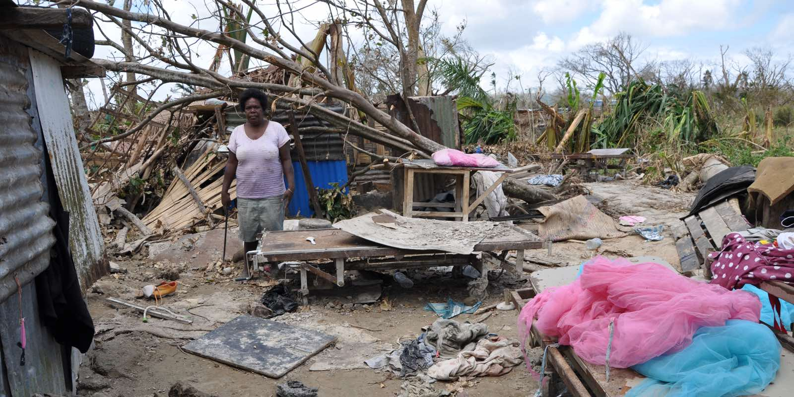Vanuatu_woman_homeless_after_cyclone_pam_35